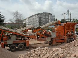 反击移动破碎站处理建筑垃圾